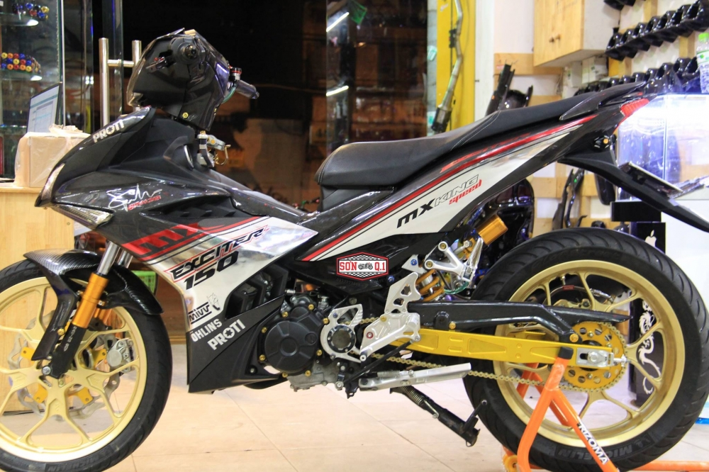 Exciter 150 do khung trong bo canh Carbon cung dan chan R3 - 12