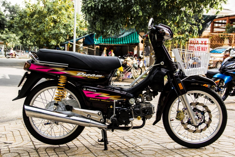 Honda Dream Lun do hang hieu cua dan choi Viet