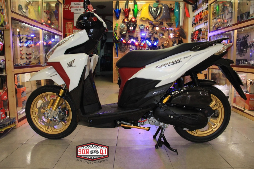 Honda Vario 150 op Carbon cung nhieu do choi cuc chat