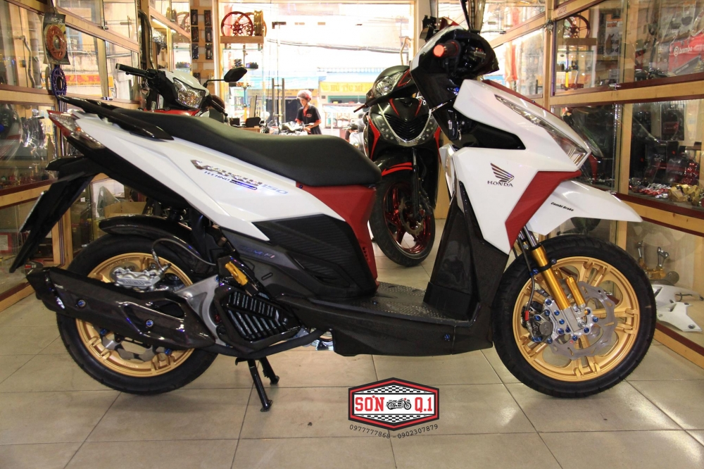 Honda Vario 150 op Carbon cung nhieu do choi cuc chat - 2