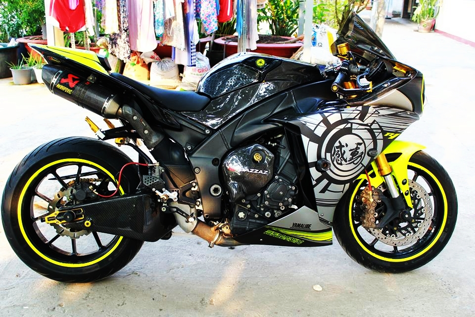 Yamaha R1 doi cu do cuc chat cua biker Sai Thanh - 3