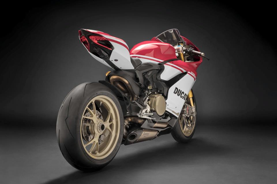 Can canh Ducati 1299 Panigale S Anniversario phien ban dac biet ky niem 90 nam - 3