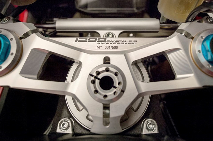 Can canh Ducati 1299 Panigale S Anniversario phien ban dac biet ky niem 90 nam - 5