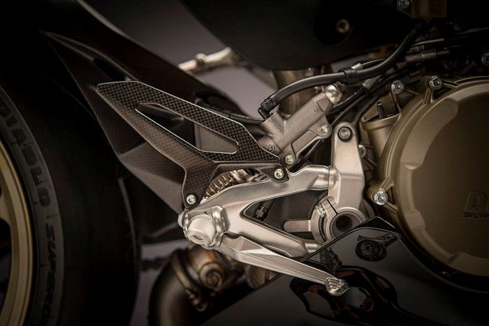 Can canh Ducati 1299 Panigale S Anniversario phien ban dac biet ky niem 90 nam - 13