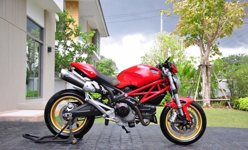 Ducati Monster 795 trong ban do full option day phong cach