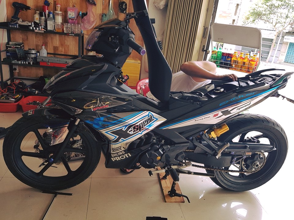 Exciter 150 do cuc ngau voi dan ao carbon fiber