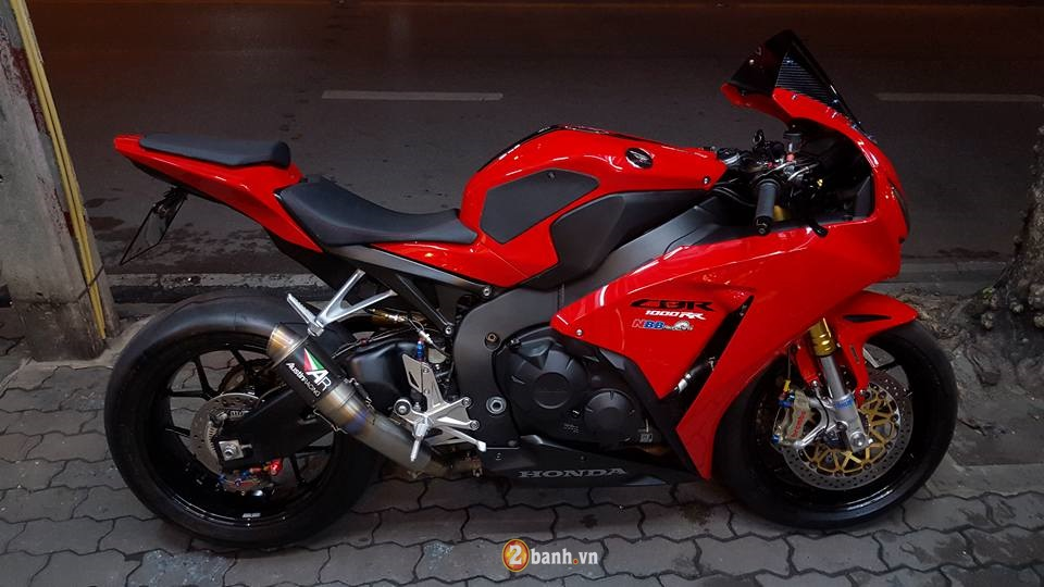 Honda CBR1000RR day tinh te cung dan option hang hieu