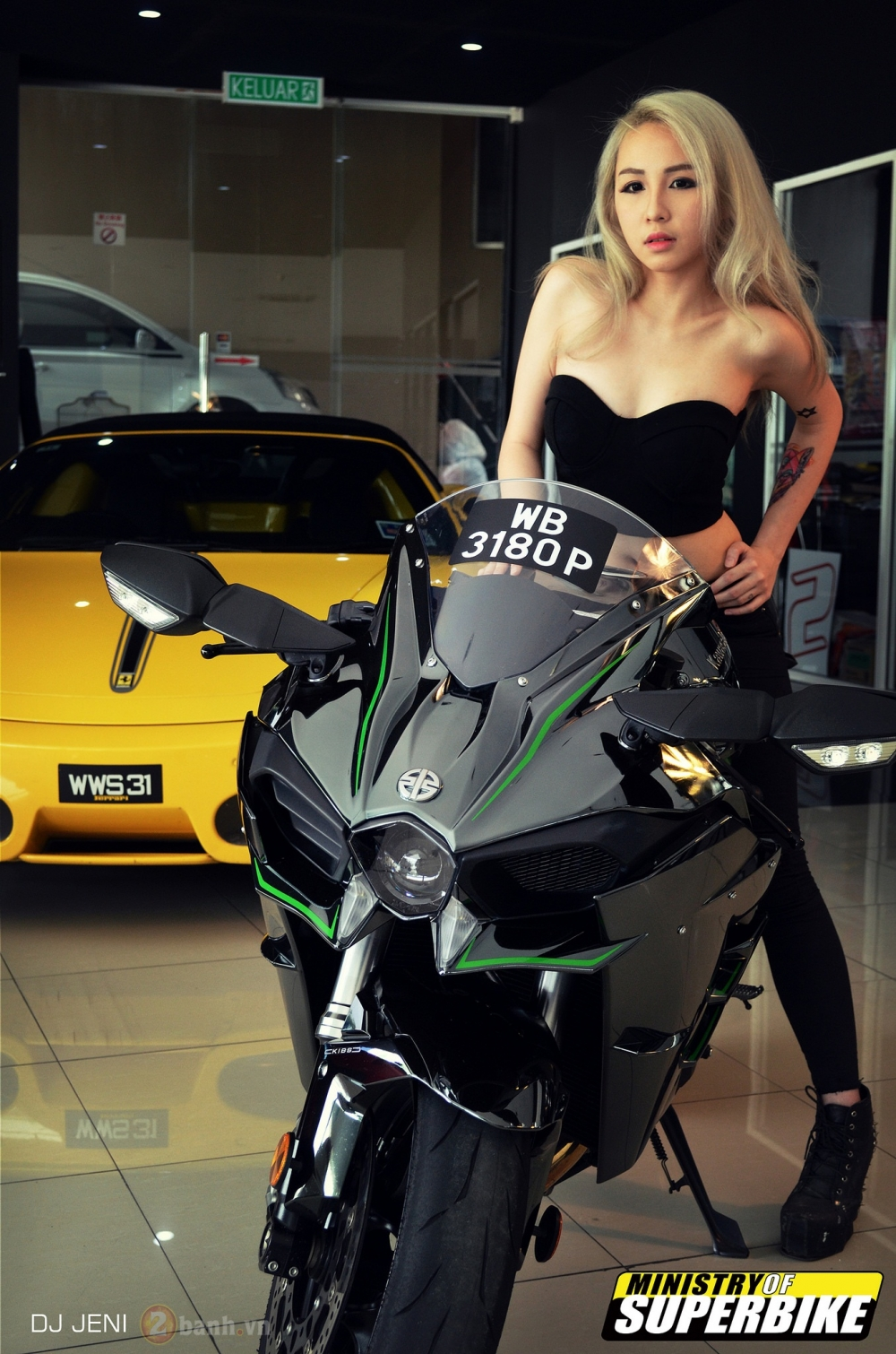 My nhan xam tro do dang cung quai vat toc do Kawasaki Ninja H2 - 8