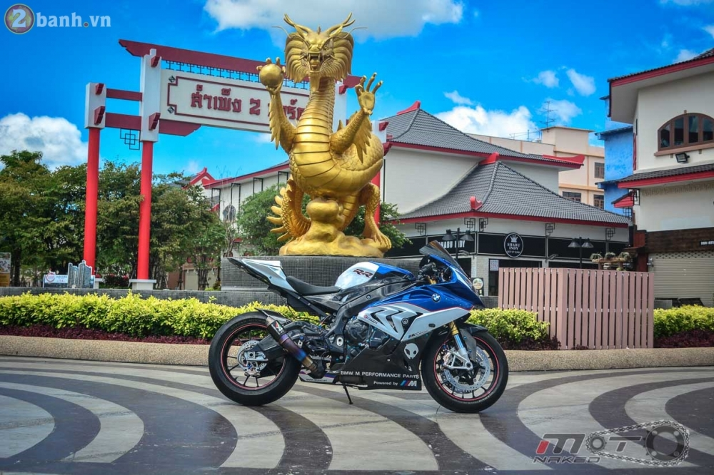 BMW S1000RR 2015 hut hon trong ban do cuc chat cua biker Thai