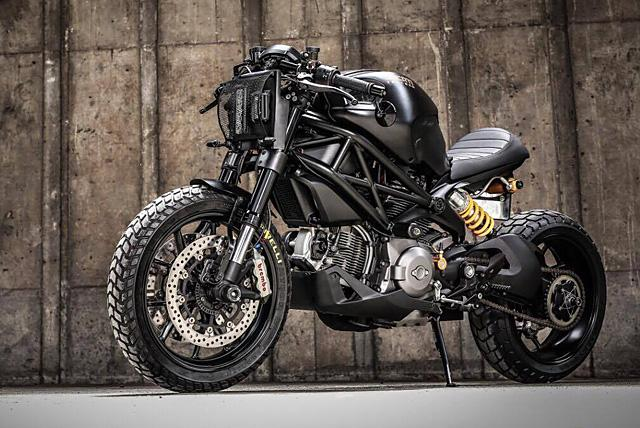 Ducati Monster 1100 du dan trong ban do Darth Mostro cua KSpeed Customs