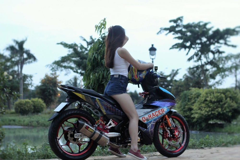 Vai hinh anh Hot Girl so dang cung Exciter 150 tem dau cuc chat