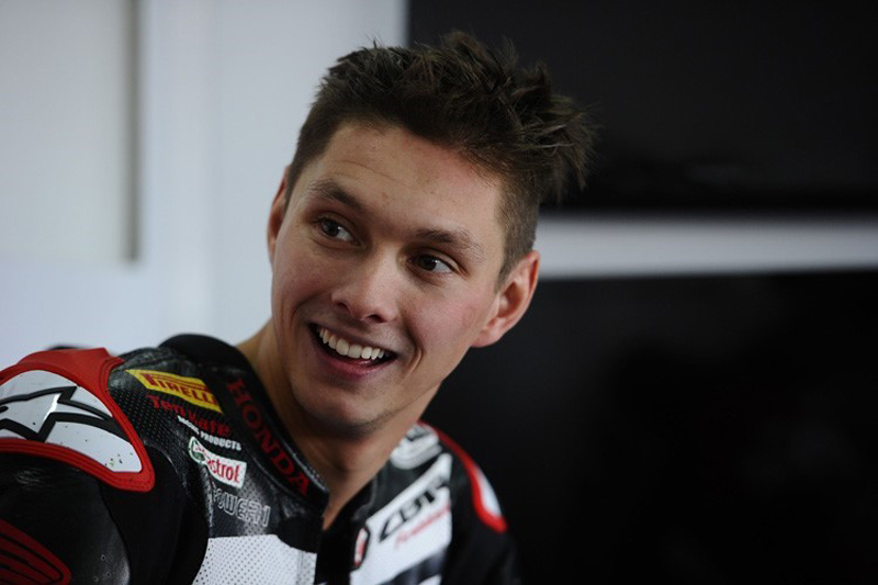 WorldSBK Stefan Bradl se tro thanh dong doi voi Nicky Hayden tai doi dua Ten Kate