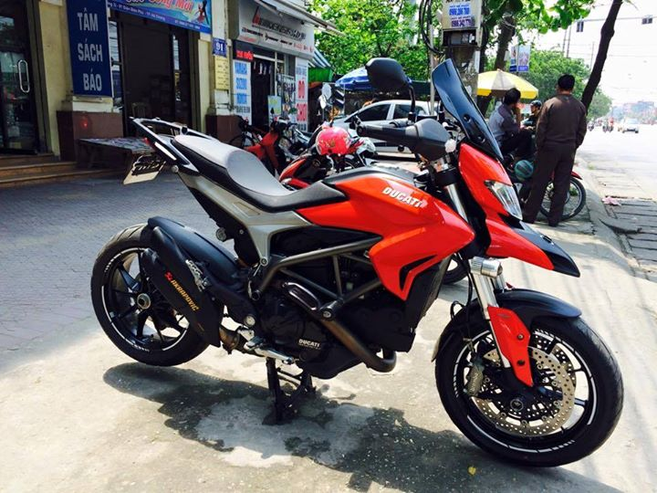 Ducati Hyperstrada 821 do nhe nhang o thu do
