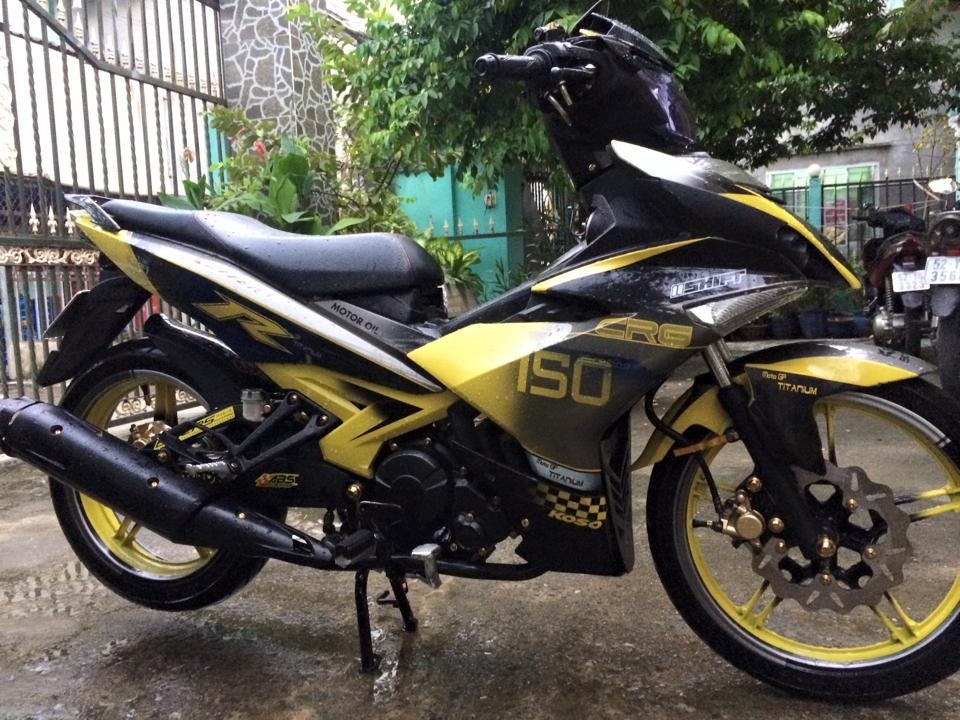Exciter 150 an tuong cung bo canh vang den