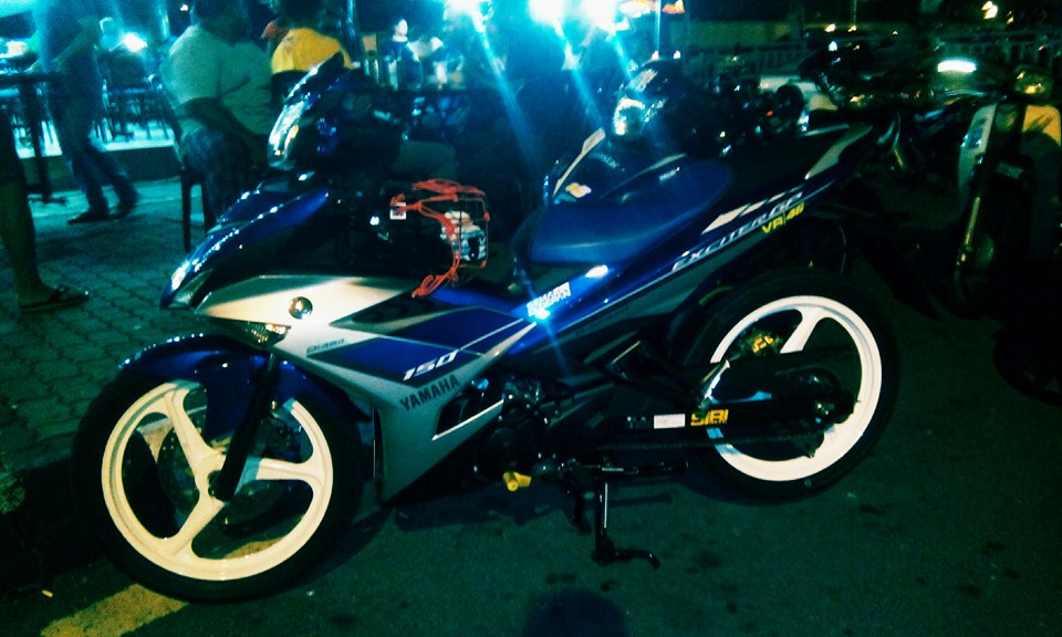 Exciter 150 tem Rossi do mam 3 cay day ca tinh - 3
