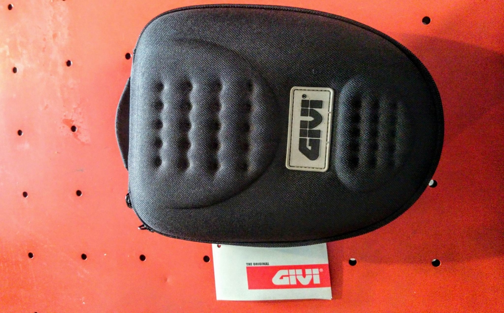 Tui hit binh xang GIVI OVAL TANK BAG MINI TU03