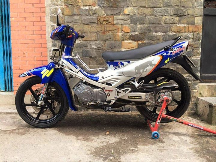 Satria 2000 do 1 gap cung bo canh Redbull dam chat choi