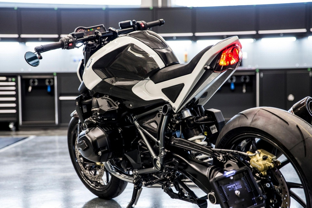 Sieu xe BMW R1200R do cuc chat theo phong cach StreetFighter - 7