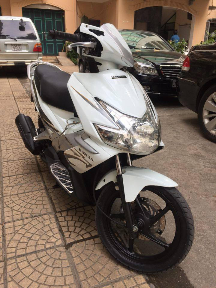 Can ban Honda Airblade fi doi 2010 mau trang bien 5 so 29H65599 29tr500