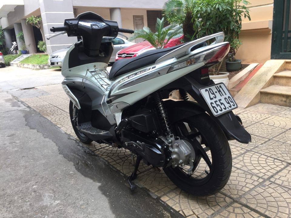Can ban Honda Airblade fi doi 2010 mau trang bien 5 so 29H65599 29tr500 - 3