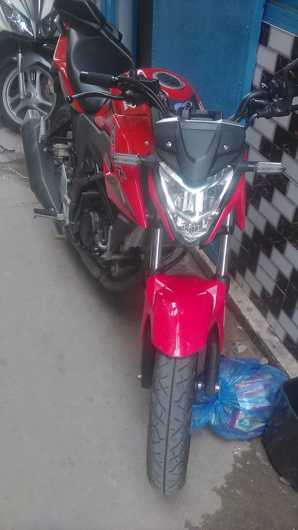 Can ban xe CB150R o Q7 - 2