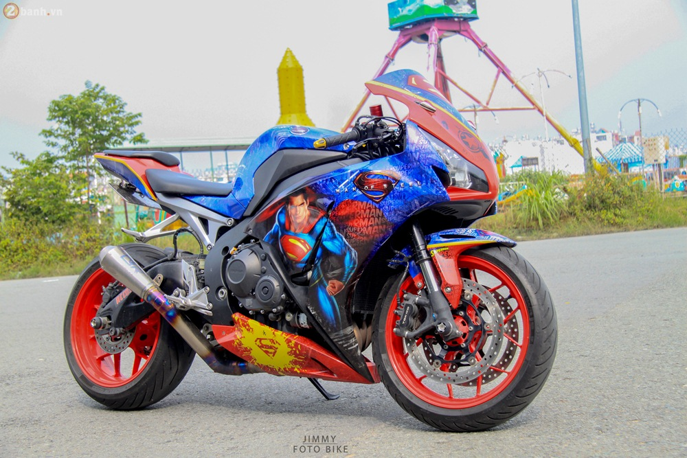 CBR1000RR phien ban Superman man of steel ca tinh tai Sai Gon - 11
