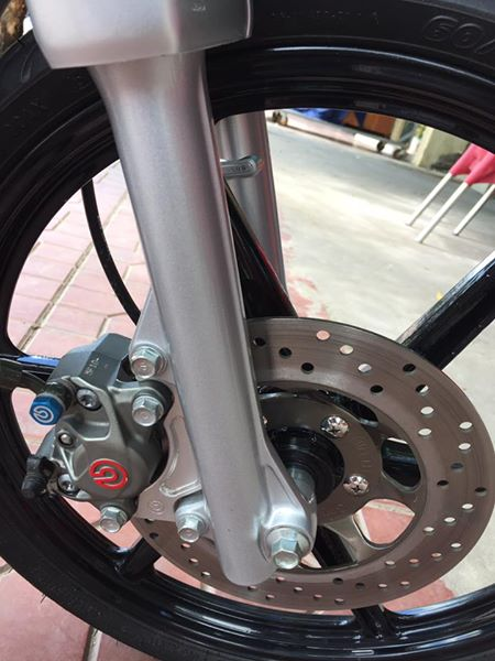 Dream do khung voi cap heo Brembo - 3