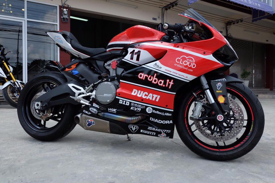 Ducati 899 trong ban do Arubait Racing Superbike Team cuc chat