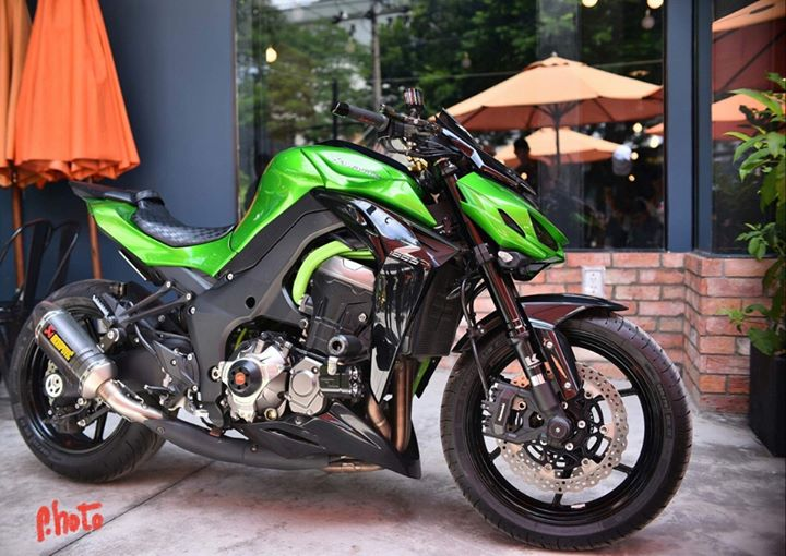 Kawasaki Z1000 don gan full do choi day hap dan