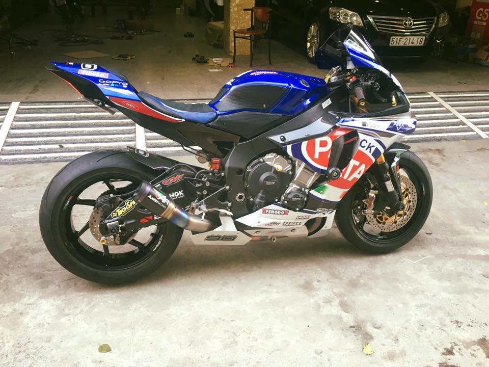 Yamaha R1 phong cach doi dua Pata day do choi
