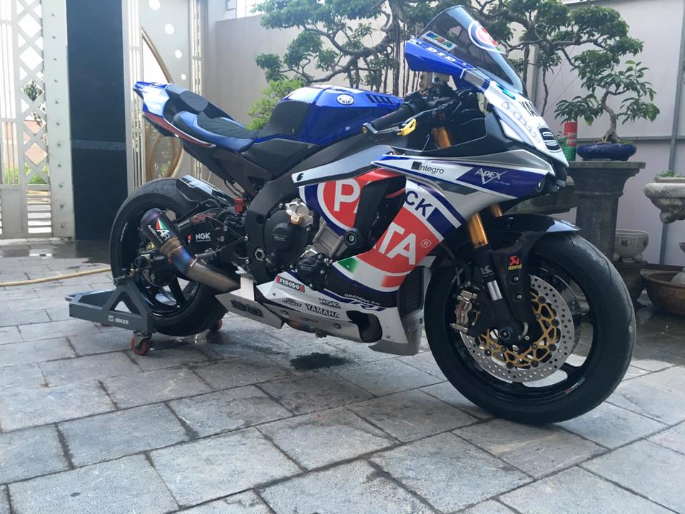 Yamaha R1 phong cach doi dua Pata day do choi - 5