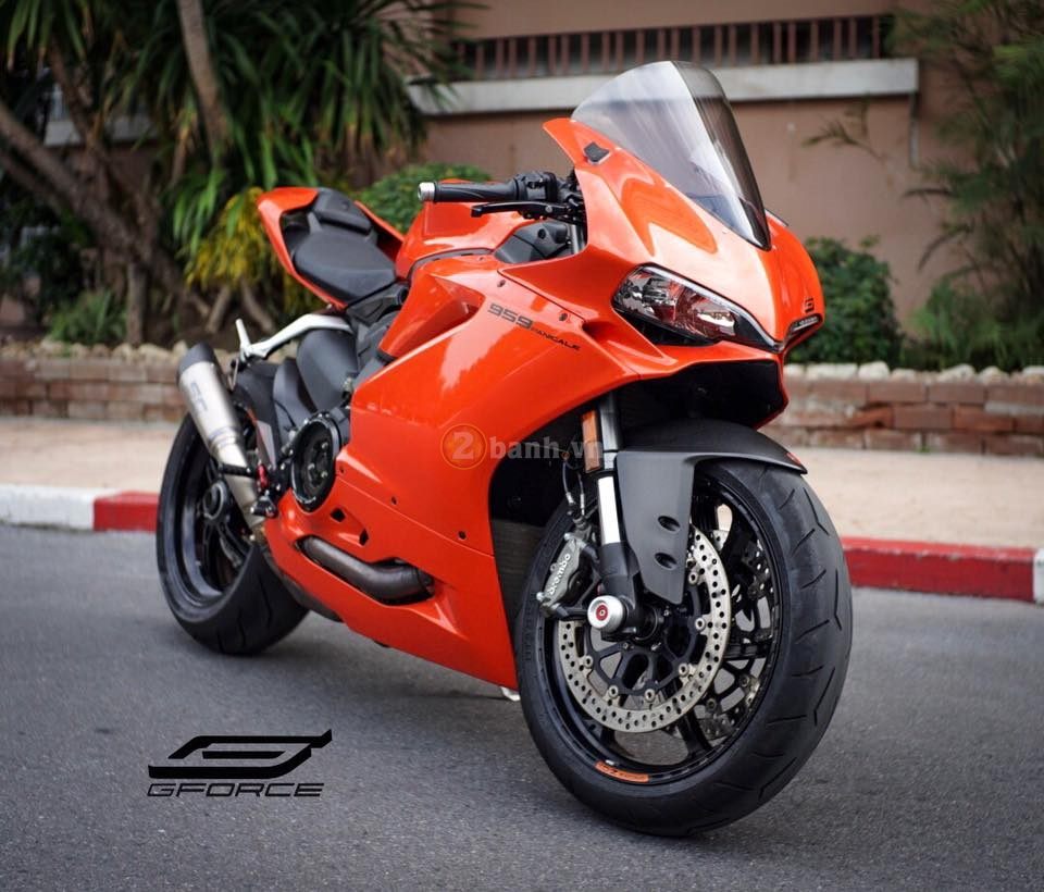 Ducati 959 Panigale chat lu trong ban do hang hieu tu GForce