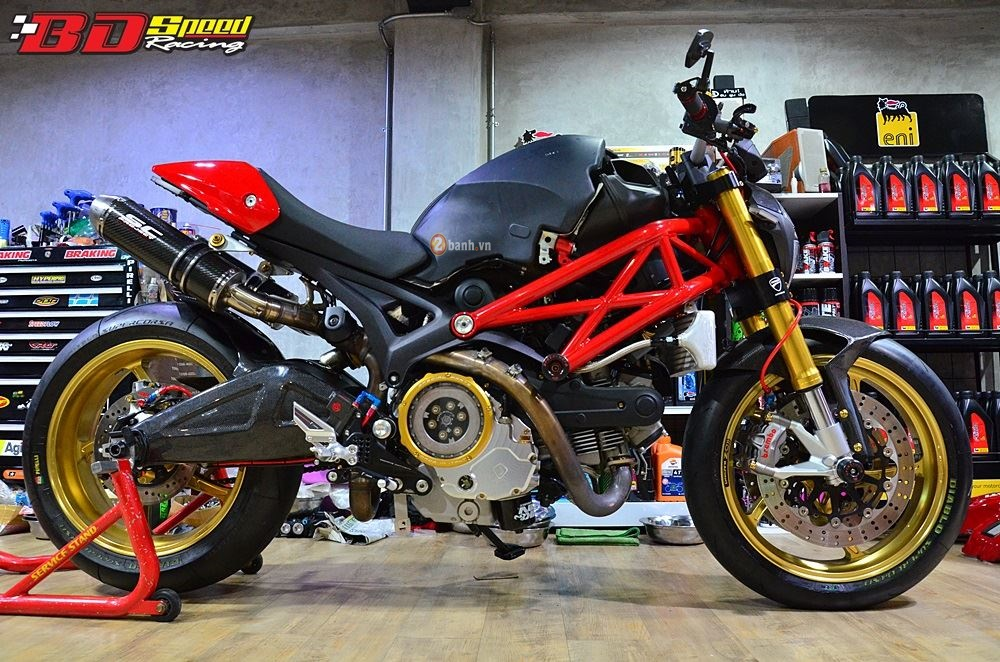 Ducati Monster 795 day an tuong voi ban do con dang do