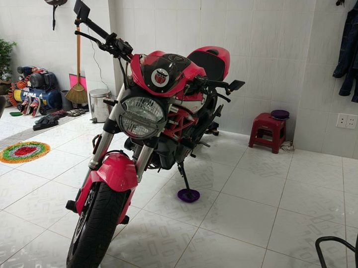 Ducati Monster 796 phong cach Hello Kitty - 3