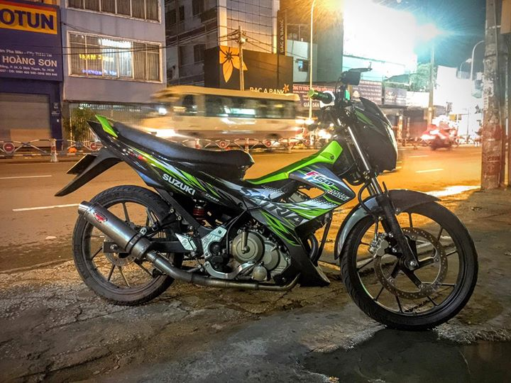 Suzuki Raider 150 mac ao Satria nhap da do trai 66 cung po do