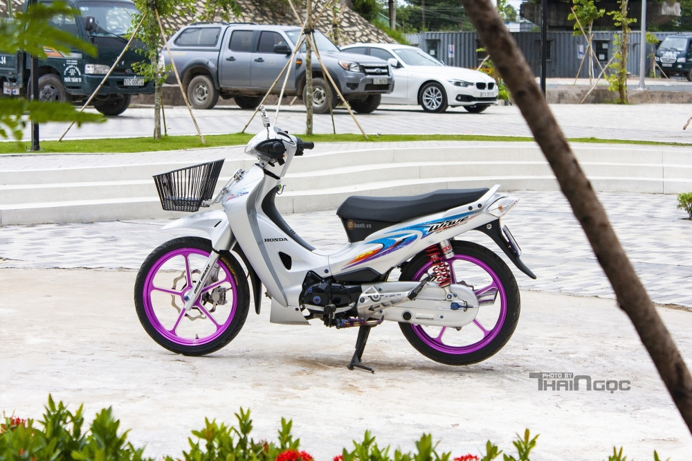 Wave 125 voi dan chan tim mong mo day ca tinh