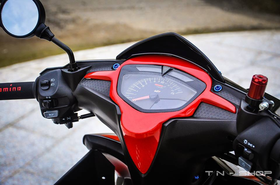 Yamaha Exciter red and black chat choi cua biker mien Tay - 5