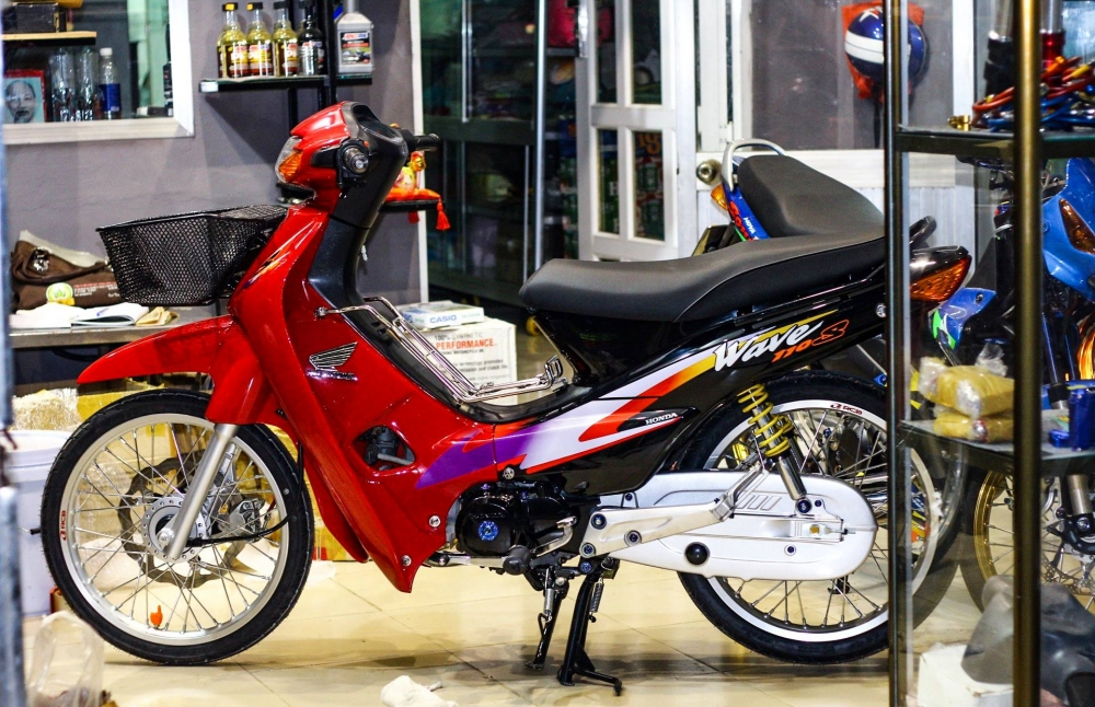 Wave 110 Red Candy day chat choi cua biker mien Tay