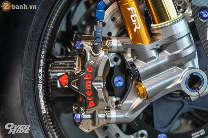BMW S1000RR sieu chat trong ban do full carbon dat tien - 7