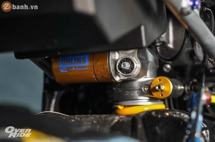 BMW S1000RR sieu chat trong ban do full carbon dat tien - 11