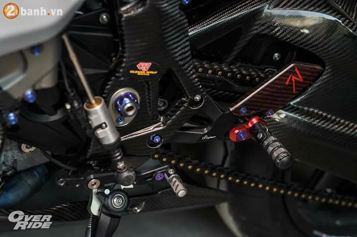 BMW S1000RR sieu chat trong ban do full carbon dat tien - 15