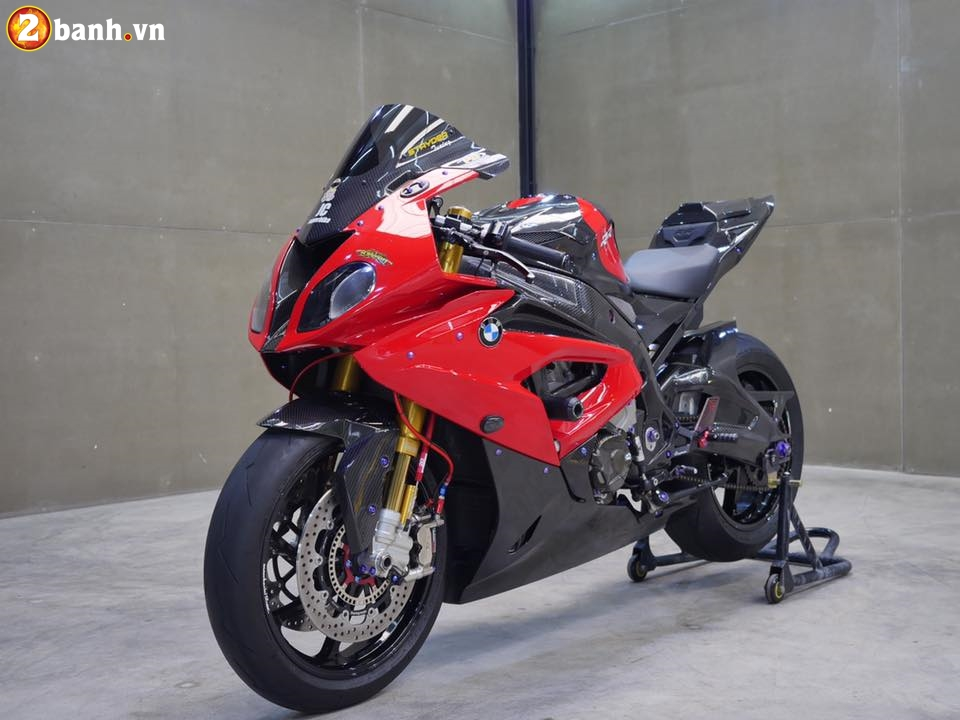 BMW S1000RR trong ban do chat den tung chi tiet - 3