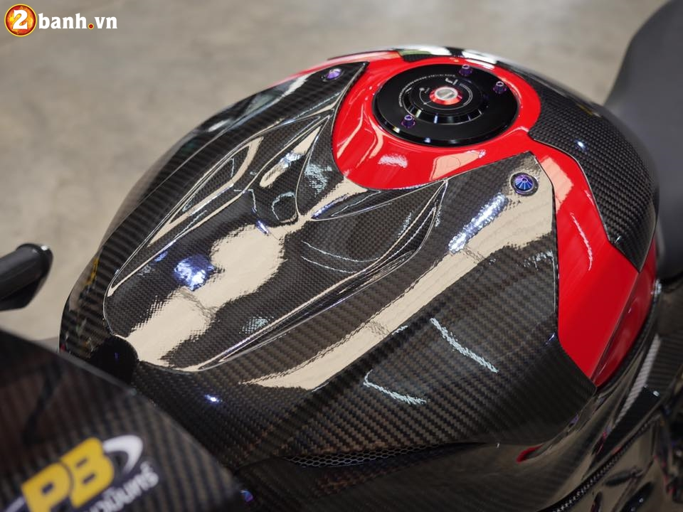 BMW S1000RR trong ban do chat den tung chi tiet - 7