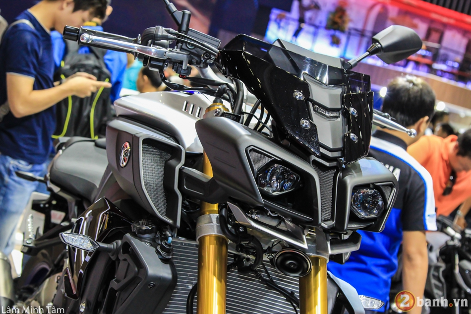 Can canh chi tiet Yamaha MT10 SP 2017 tai VMCS 2017 - 3