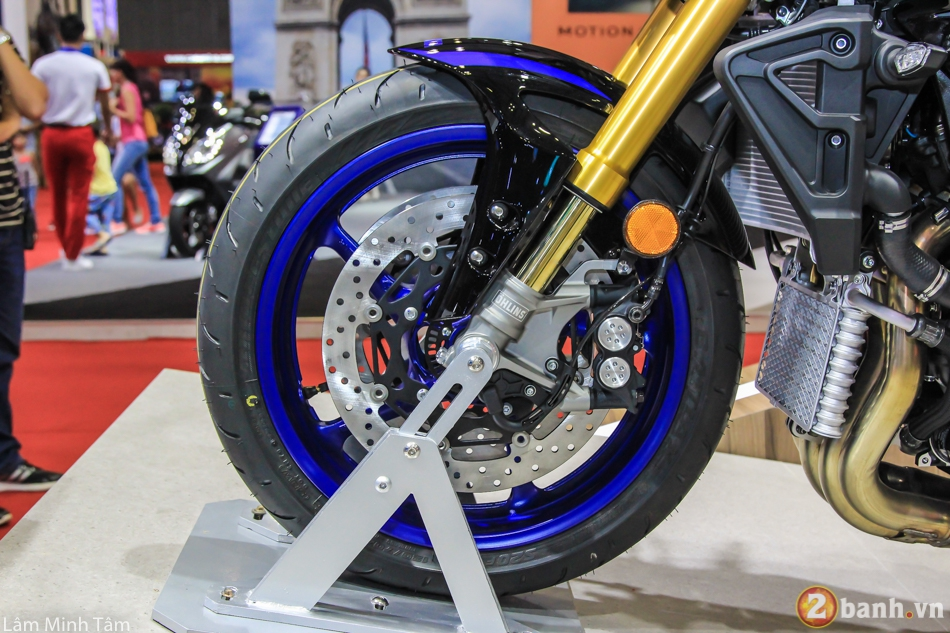 Can canh chi tiet Yamaha MT10 SP 2017 tai VMCS 2017 - 4