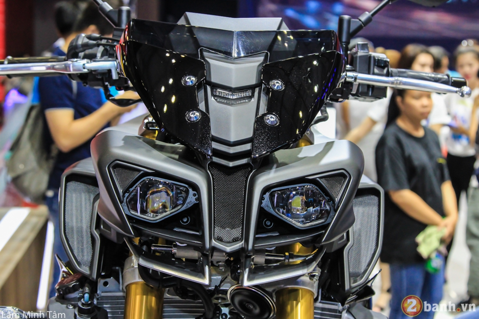 Can canh chi tiet Yamaha MT10 SP 2017 tai VMCS 2017 - 6