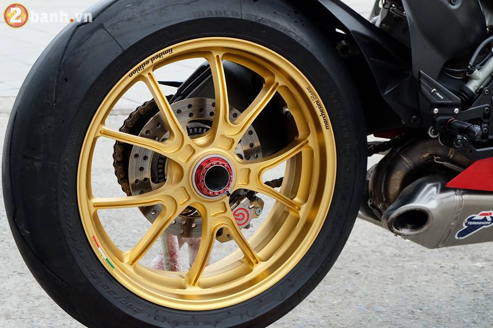 Ducati 1199 Panigale R von da dinh nay cang tuyet voi hon trong ban do cuc chat - 13