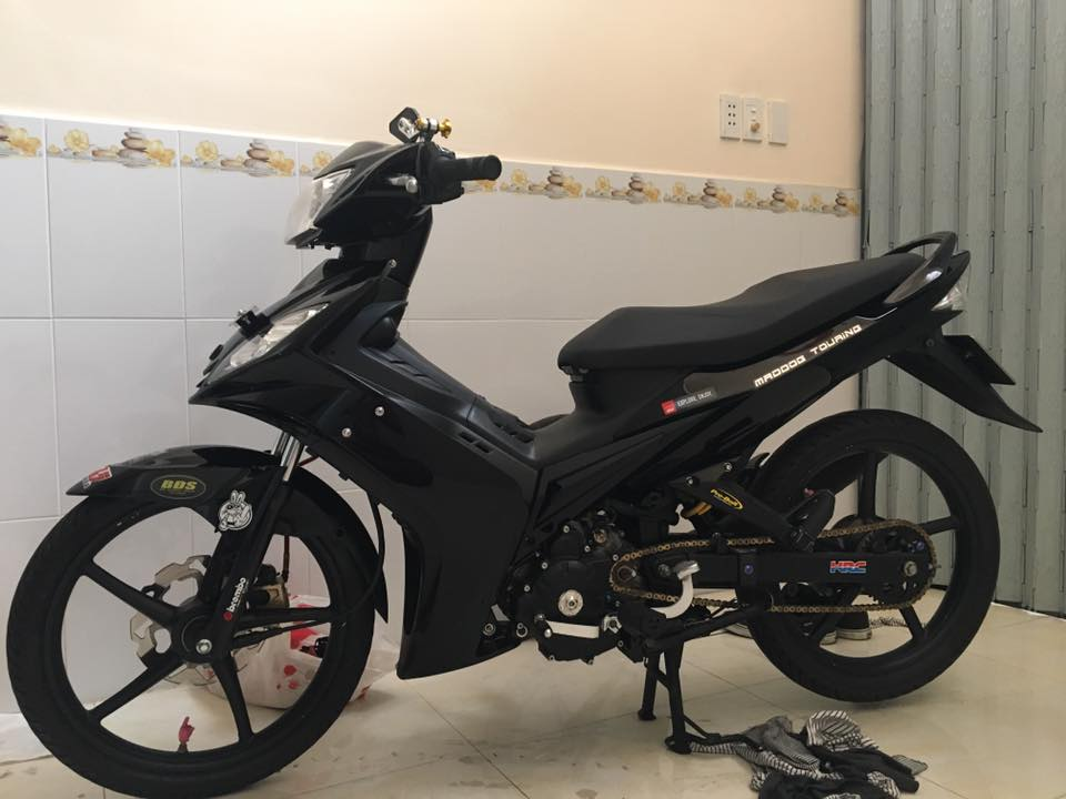 Exciter 135 xem chut theo style Hy Lap