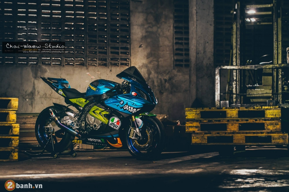 BMW S1000RR con Ca Map day quyen luc va phong cach