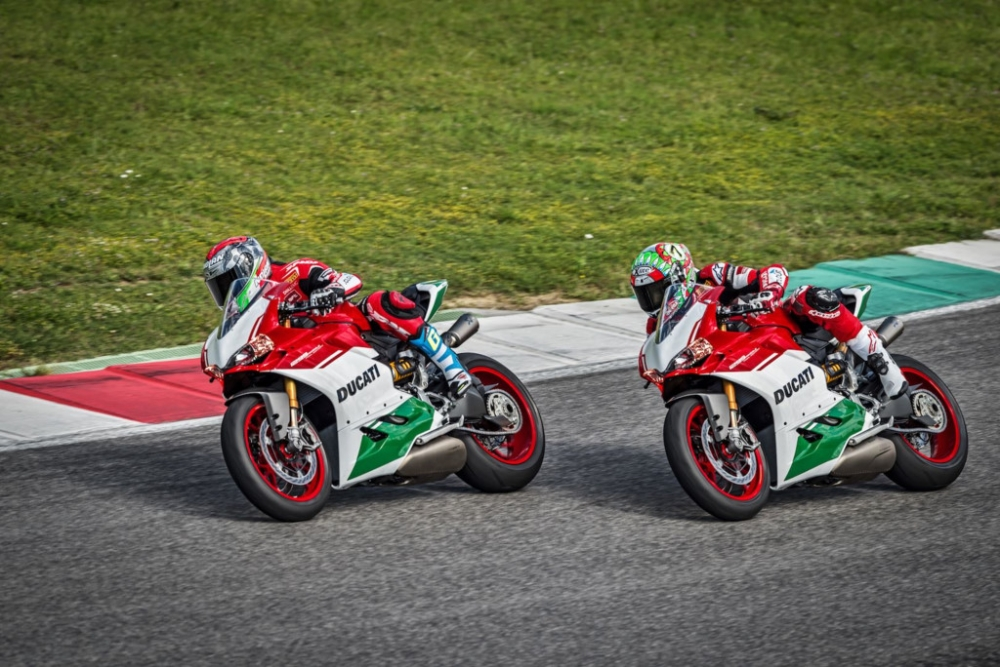 Ducati 1299 Panigale R Final Editionphien ban cuoi cung dong co 2 xylanh 8 v - 6
